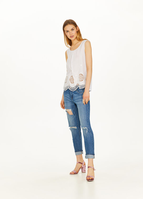 100% viscose top with embroidery and lace