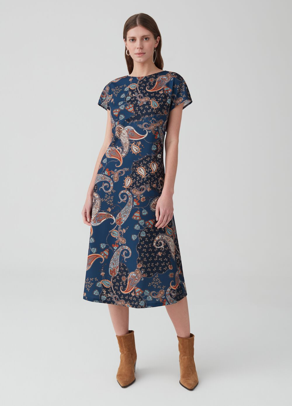Short-sleeved dress with paisley pattern
