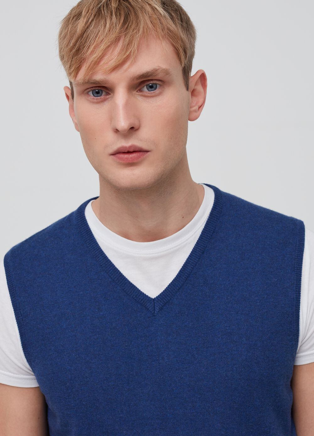 Knitted waistcoat in 100% cotton