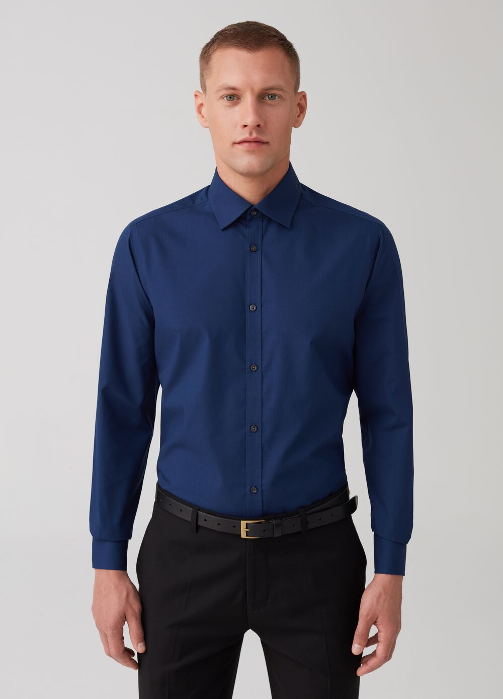 Solid colour slim-fit shirt with placket