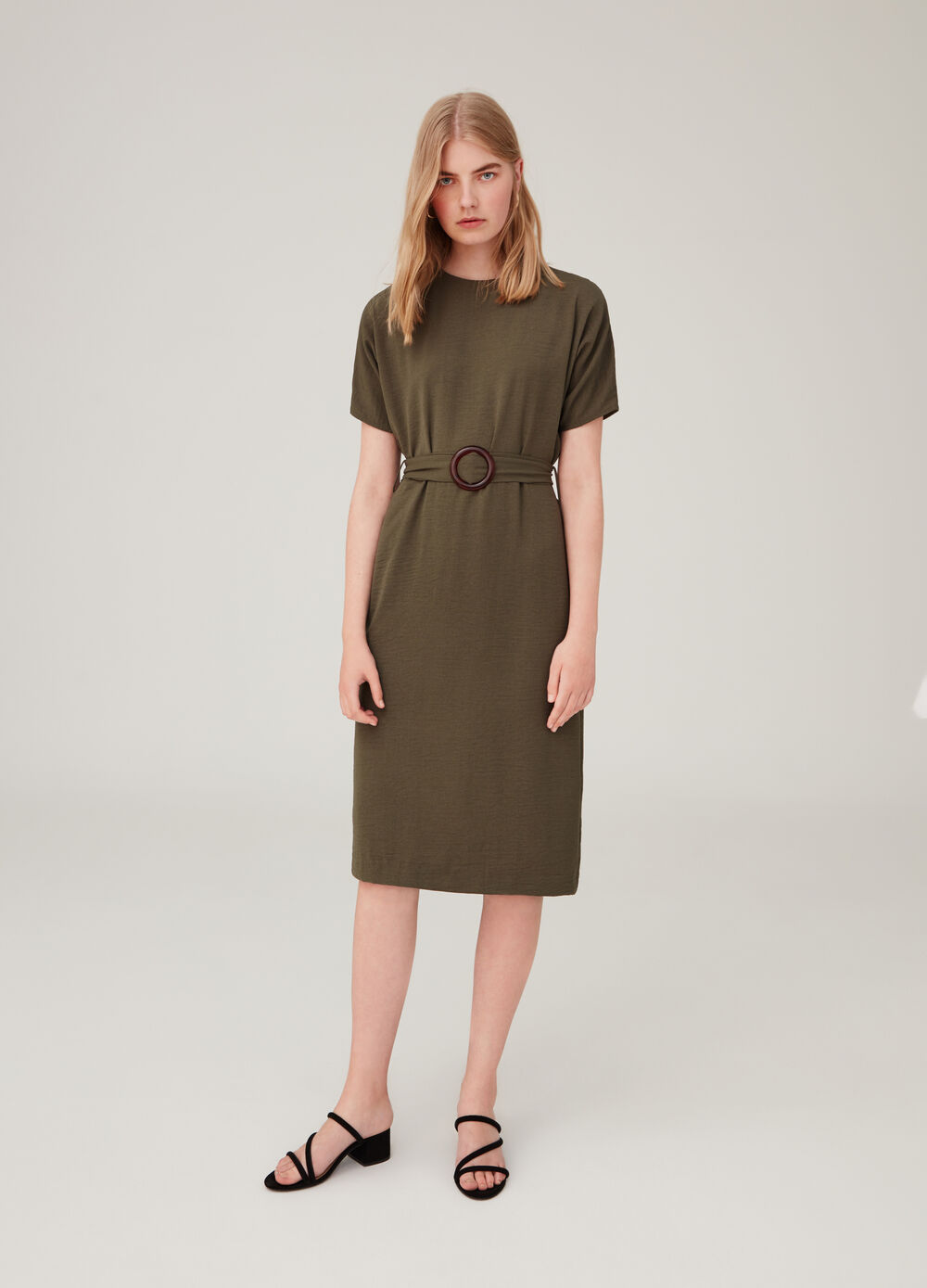 Solid colour dress with belt