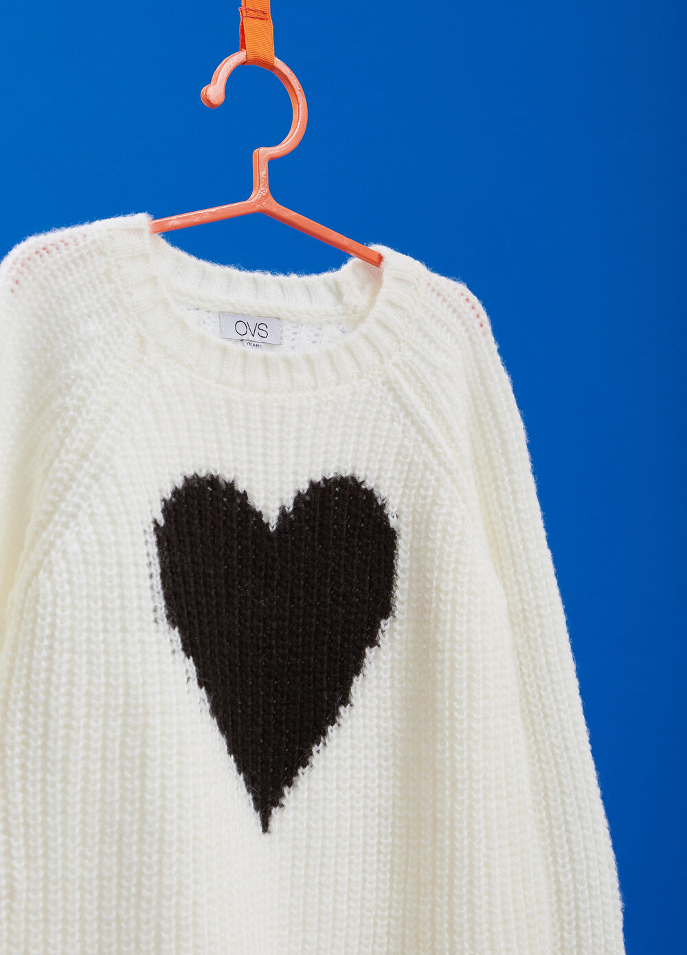 Knitted pullover with heart print