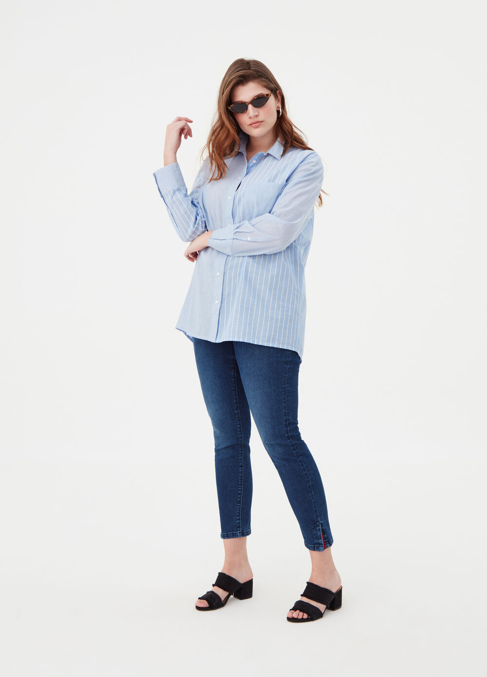 Curvy striped shirt with asymmetric hem