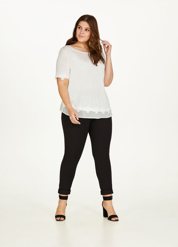 Curvy T-shirt in 100% viscose with lace