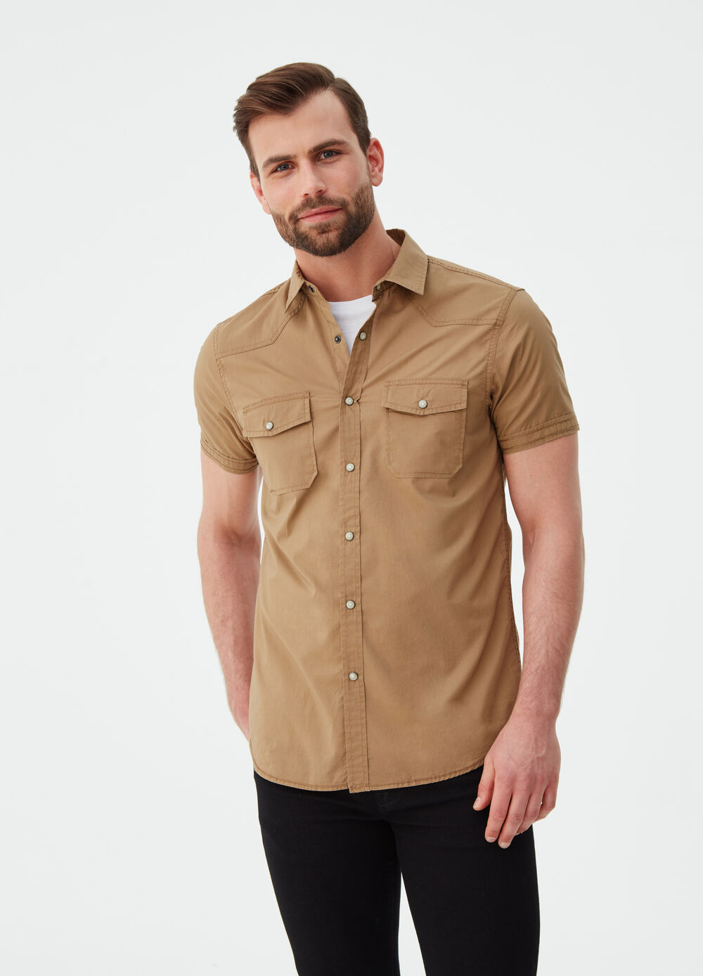 Slim-fit shirt with short sleeves