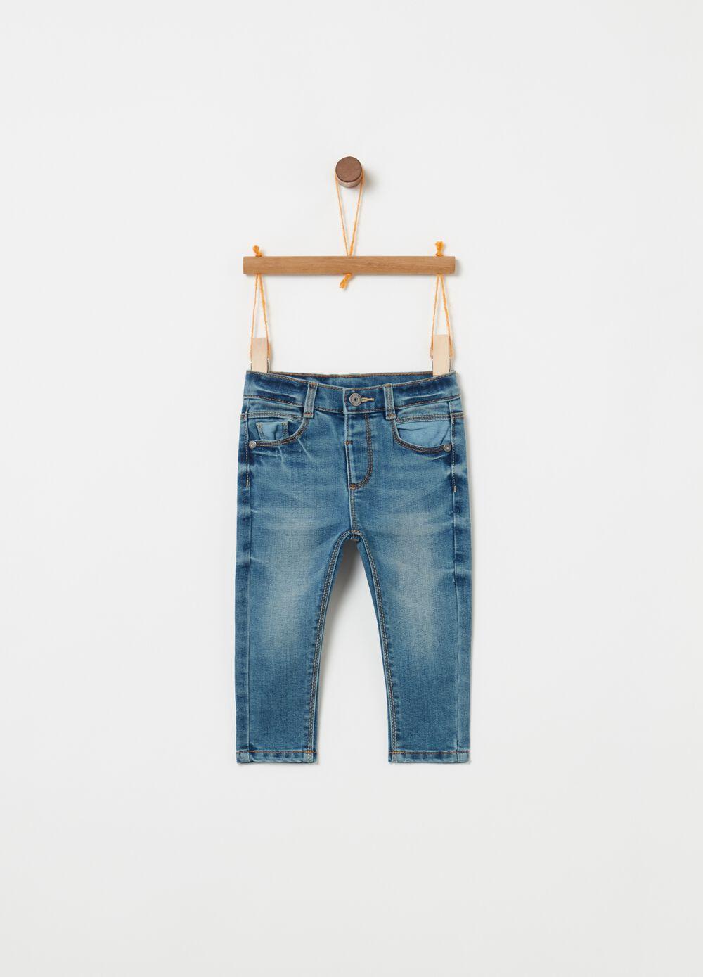 Regular -fit jeans with pockets and stitching
