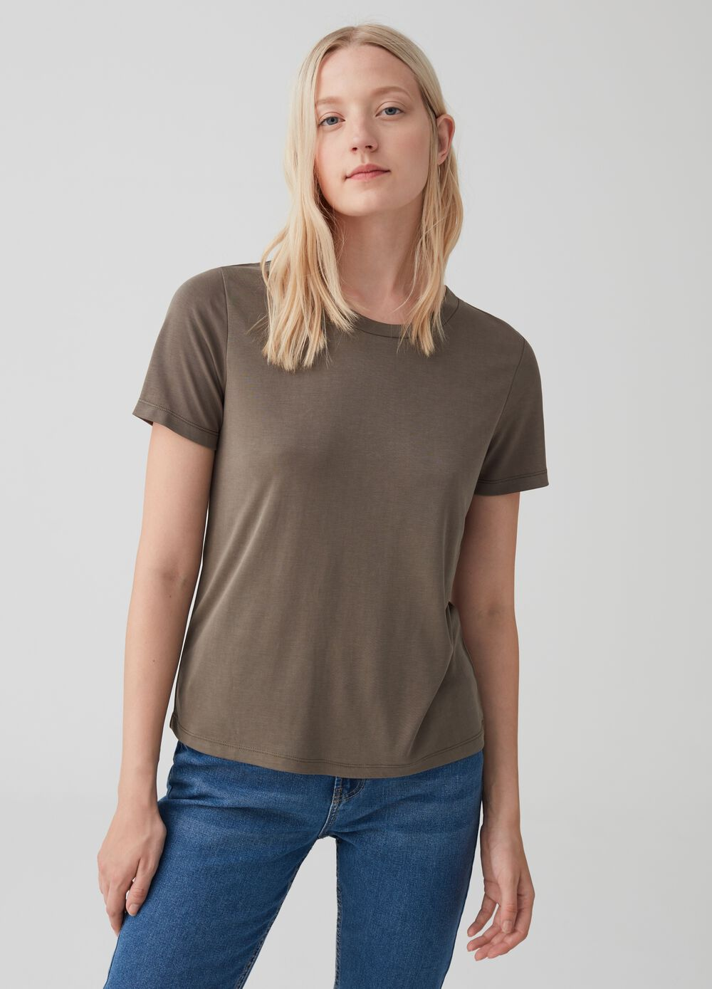 T-shirt with round neck and ribbing