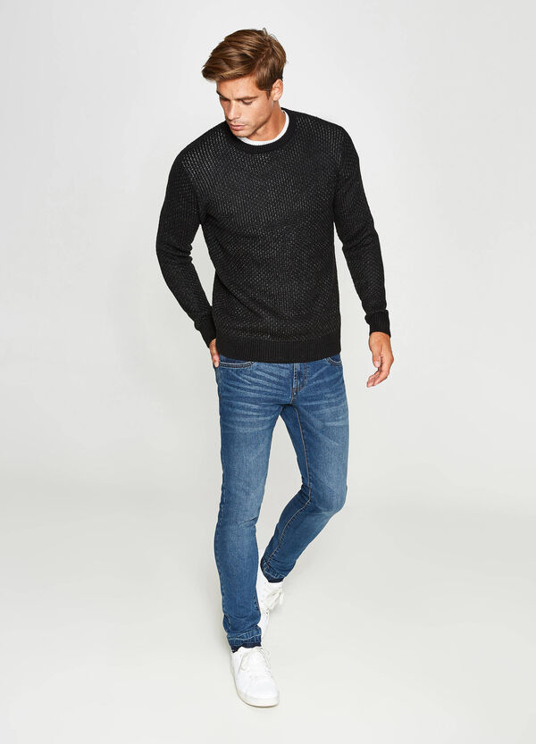 Solid colour pullover with knitted motif