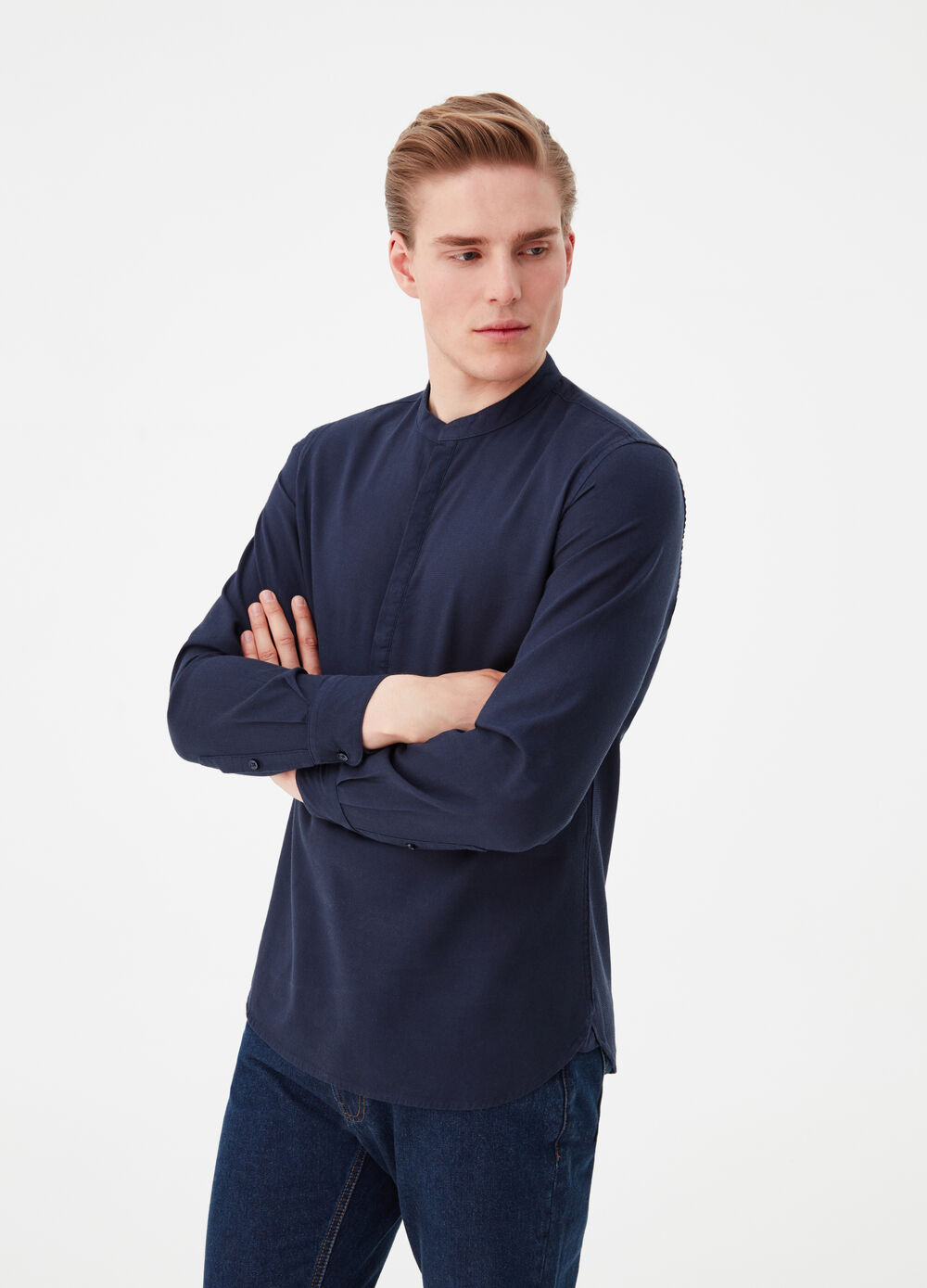 Solid colour.shirt with mandarin collar