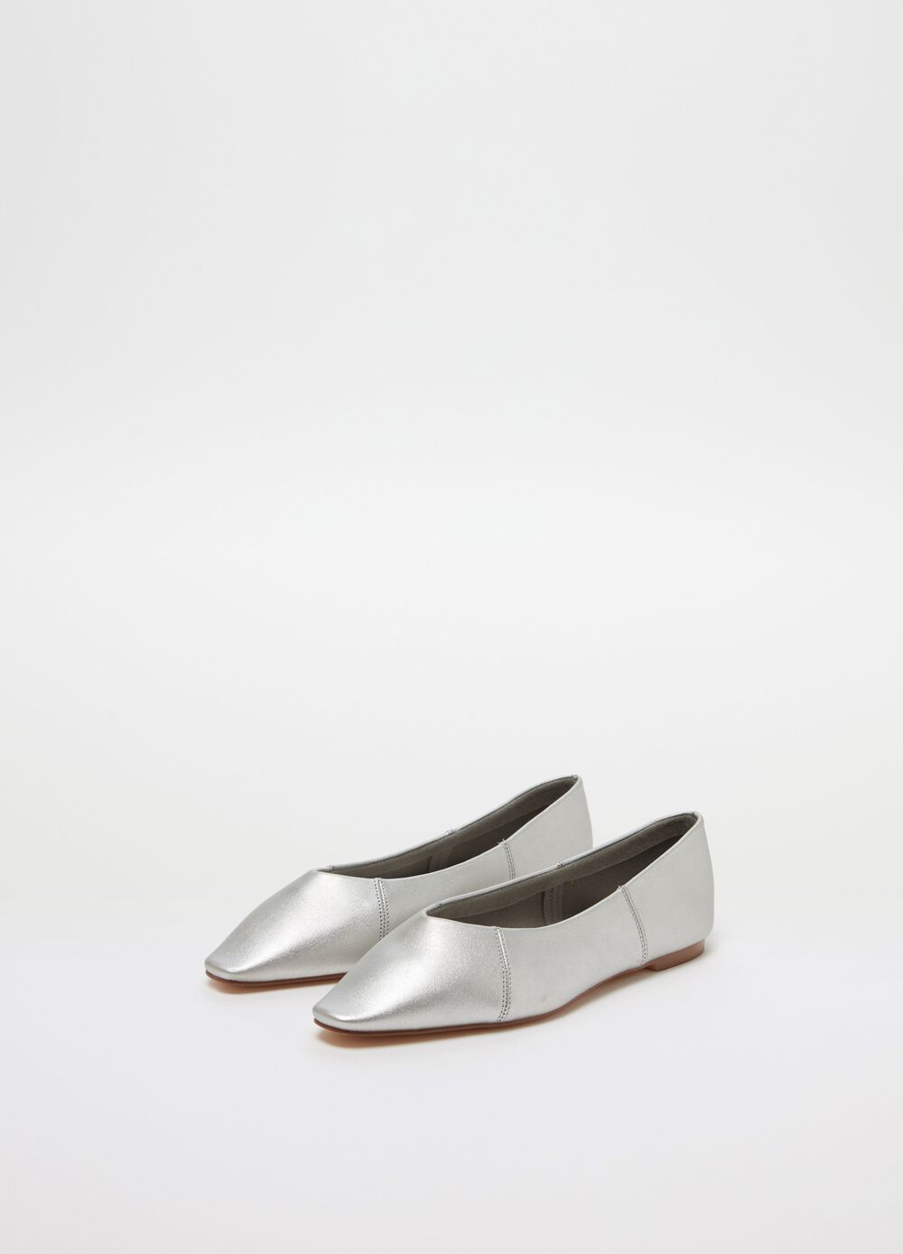 Solid colour pointed ballerina flats