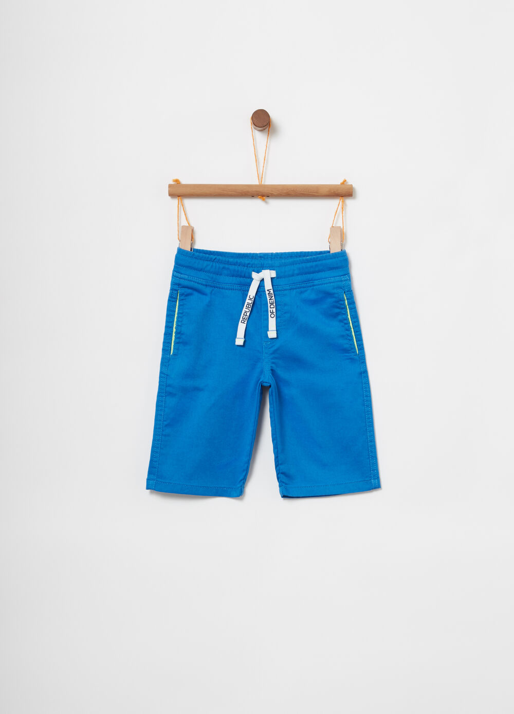 Denim shorts with side pockets