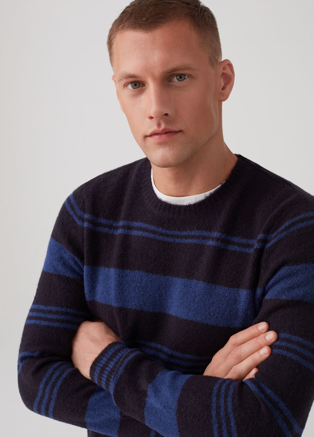 Two-tone striped pullover with crew neck