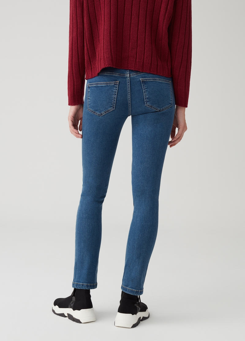Slim-fit jeans with regular waist and five pockets image number null