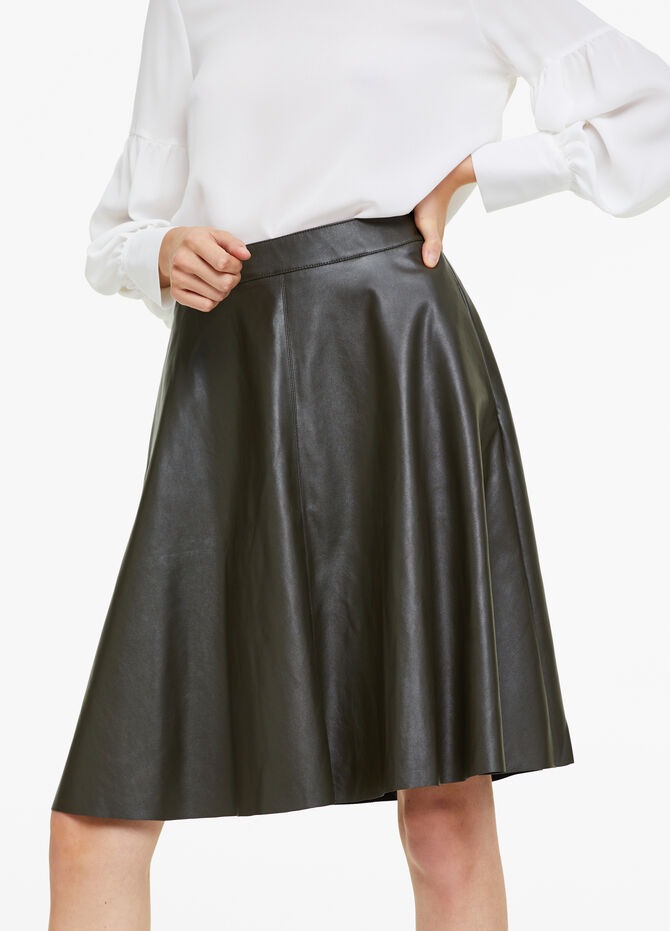High-waisted skirt with leather effect
