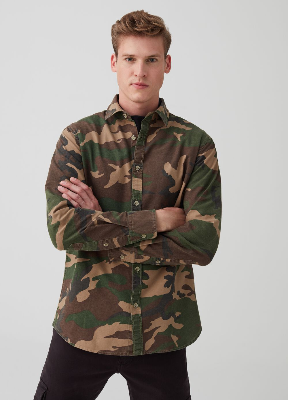 Slim-fit shirt with camouflage print