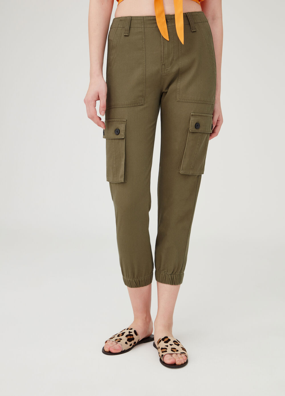 Crop cargo trousers with pockets