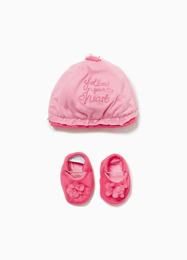 Hat and shoes set with embroidery