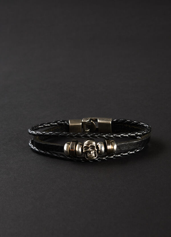 Bracelet with woven threads and steel inserts