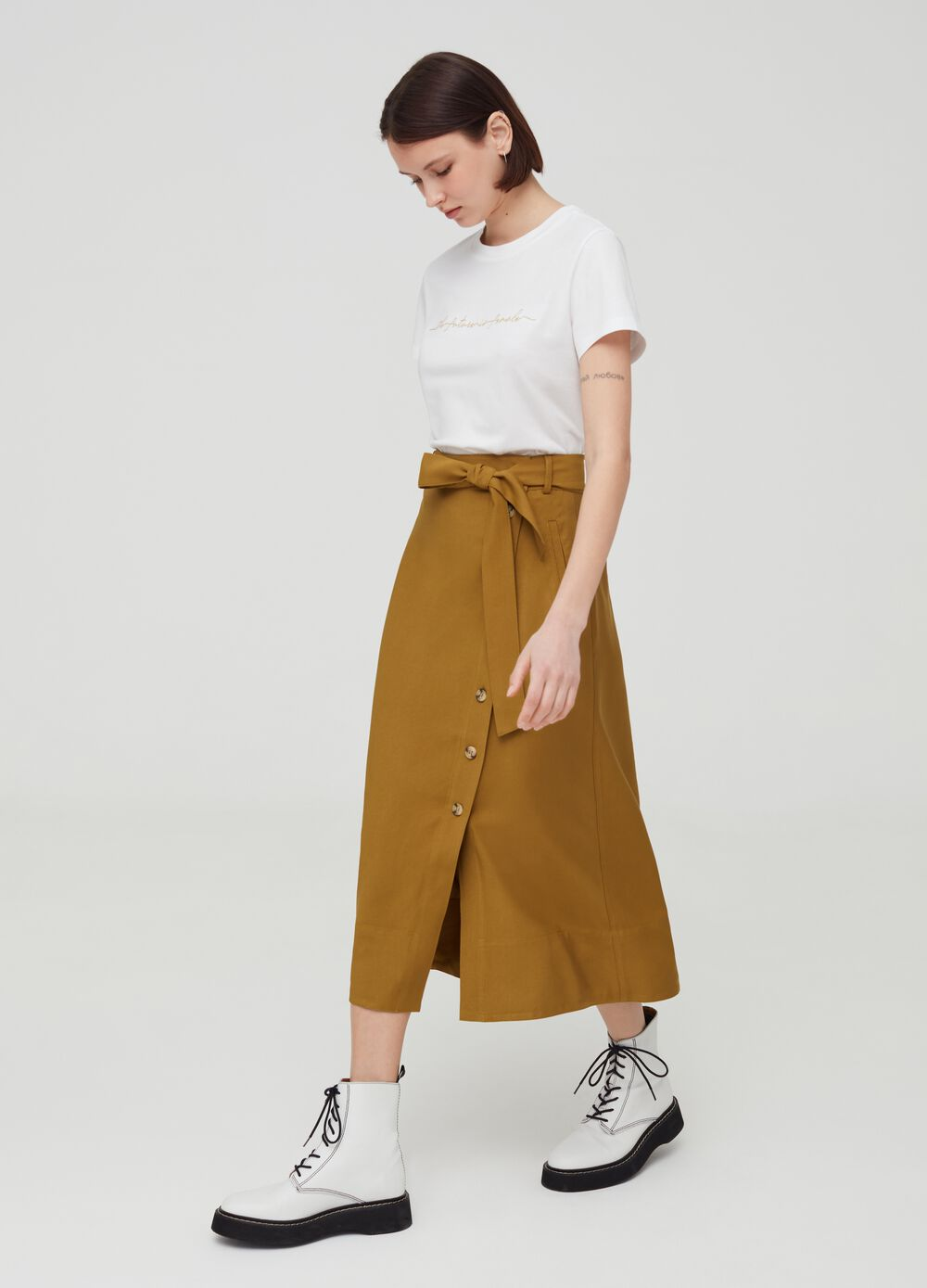 Solid colour skirt with belt