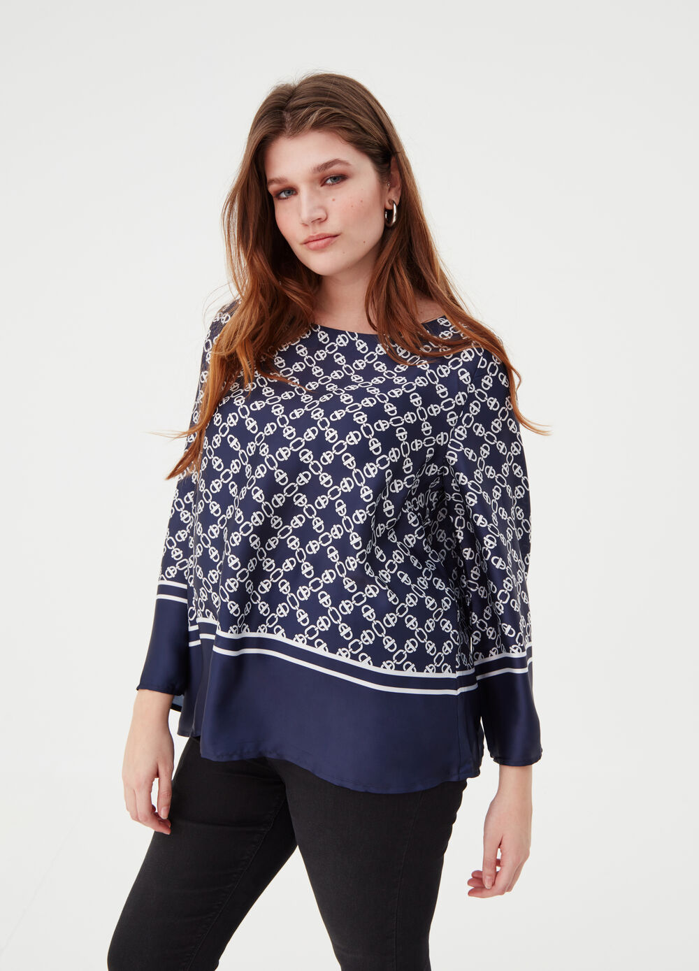 Curvy blouse with flared sleeves