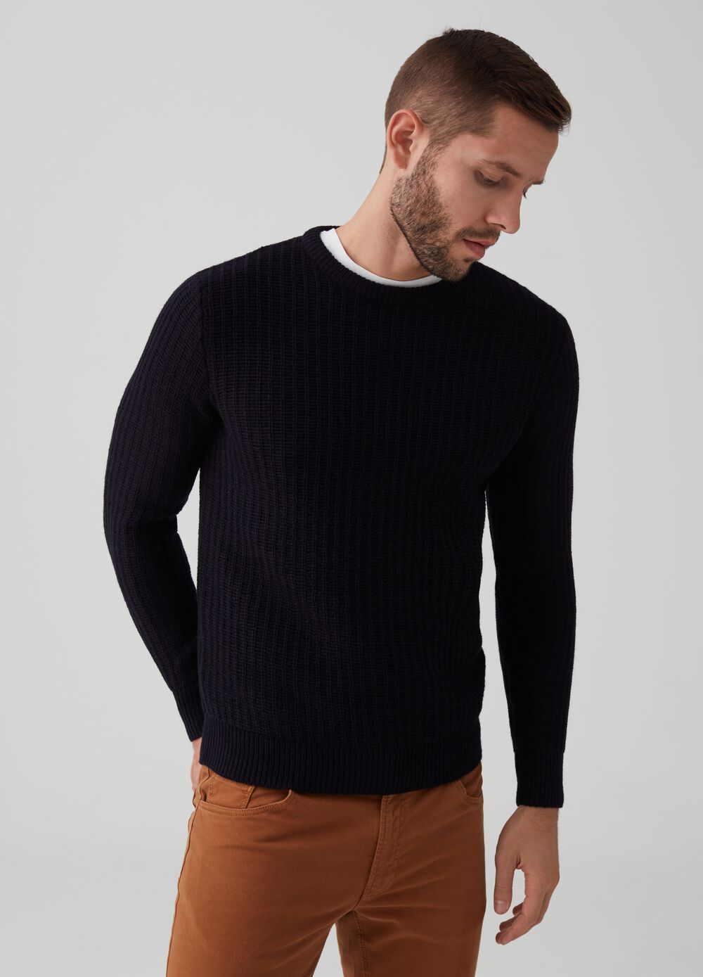 Pullover with knitted wool and round neck