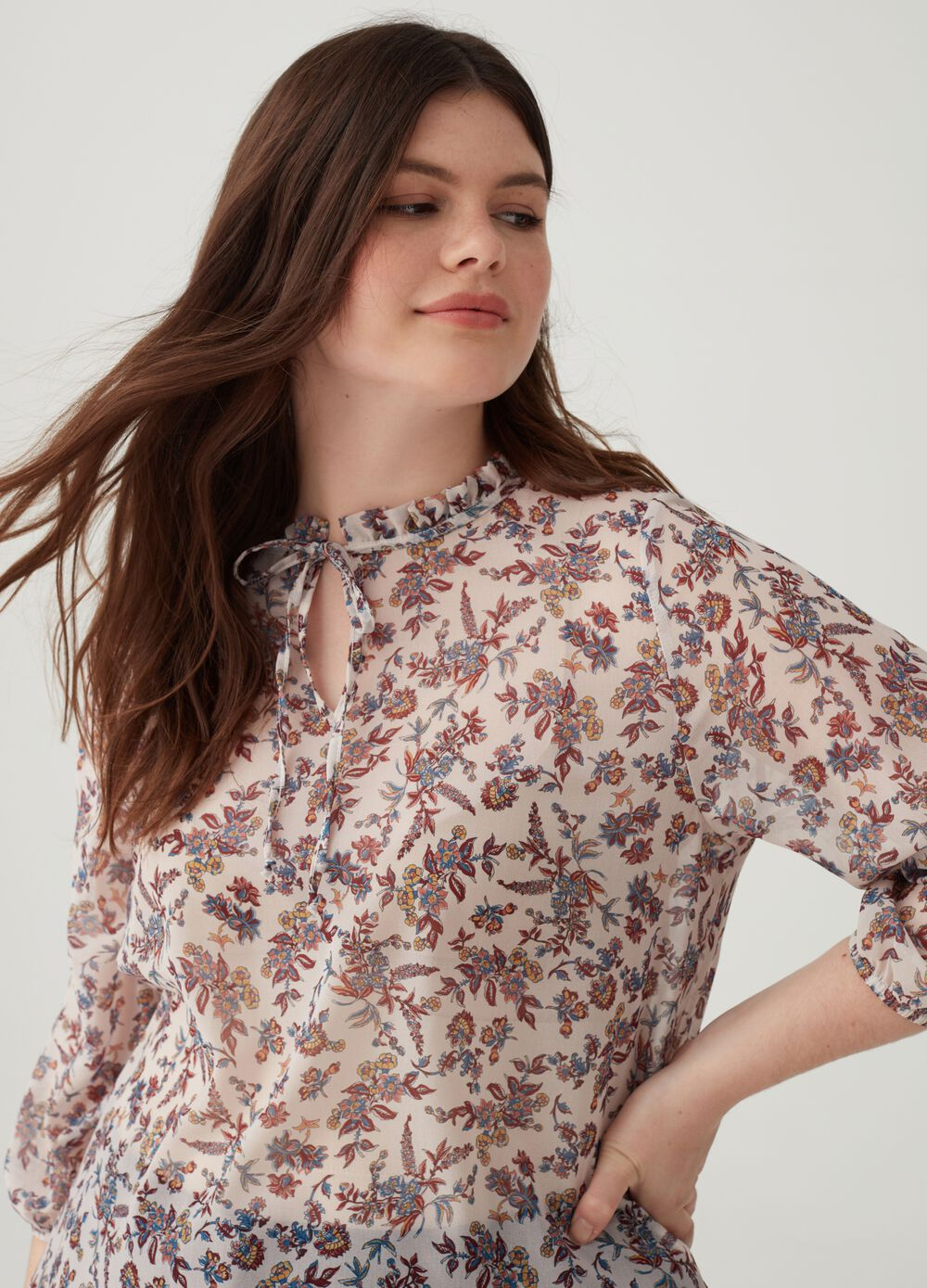 Curvy floral blouse with round neck
