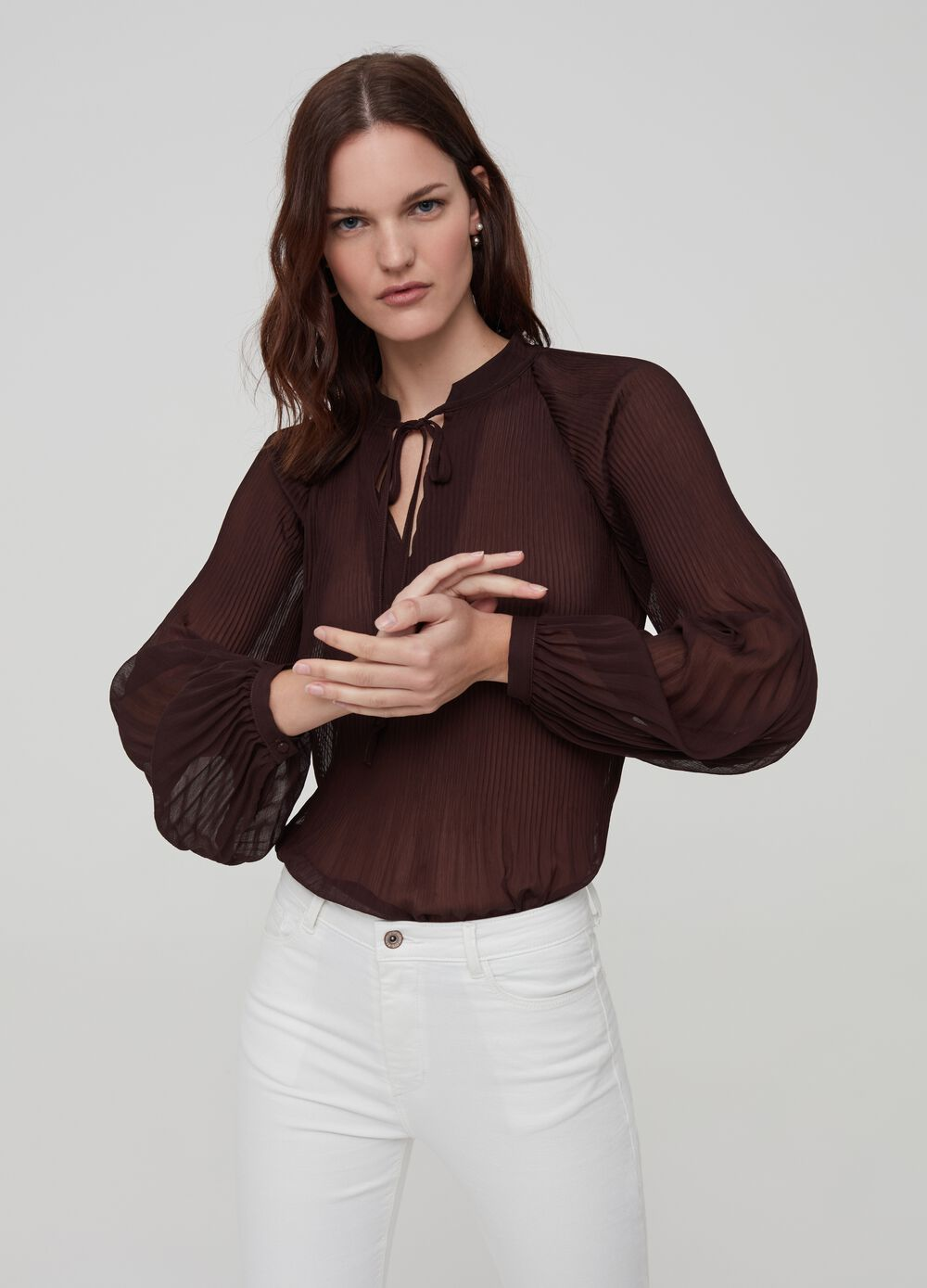 Crêpe shirt with V opening