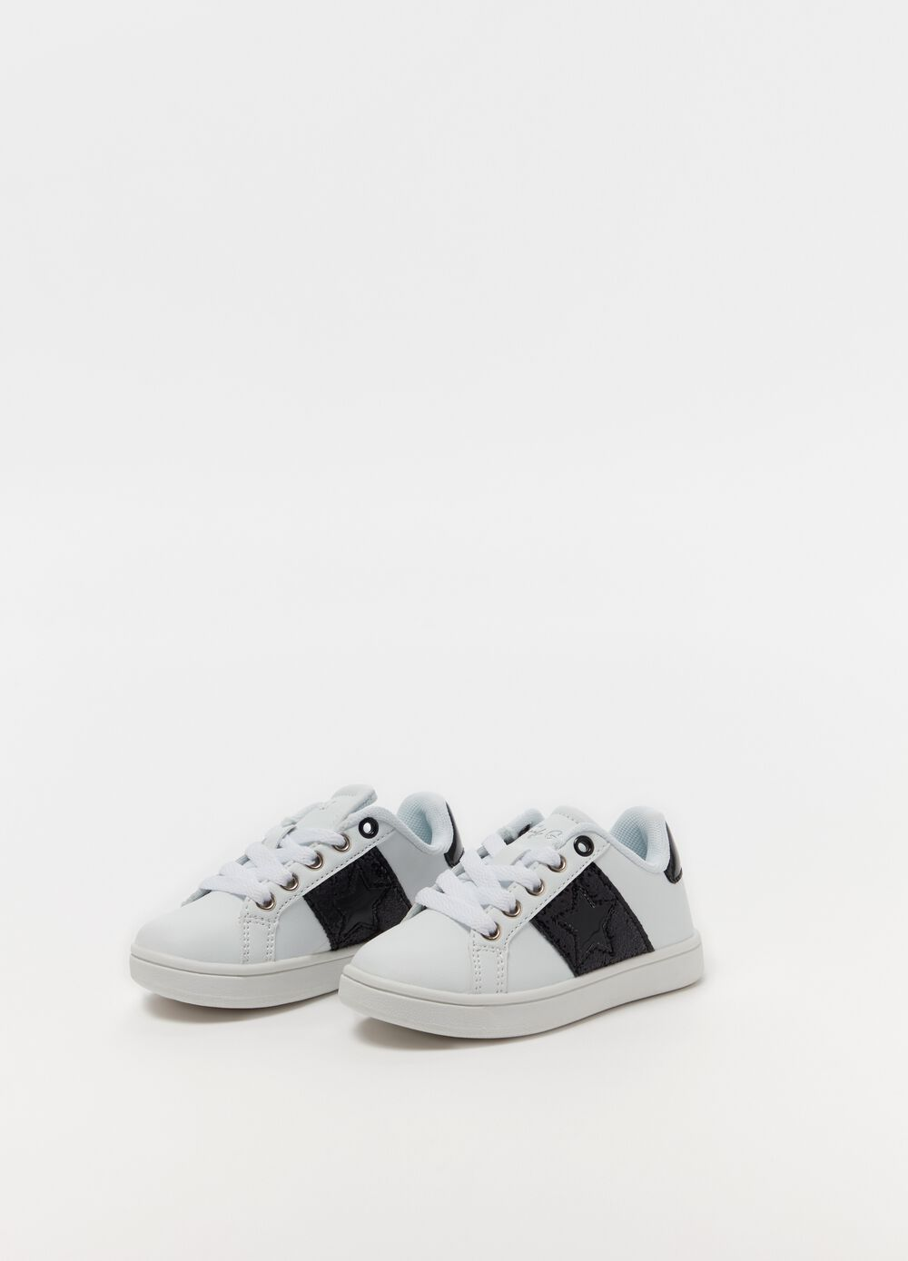 Sneakers with star embroidery