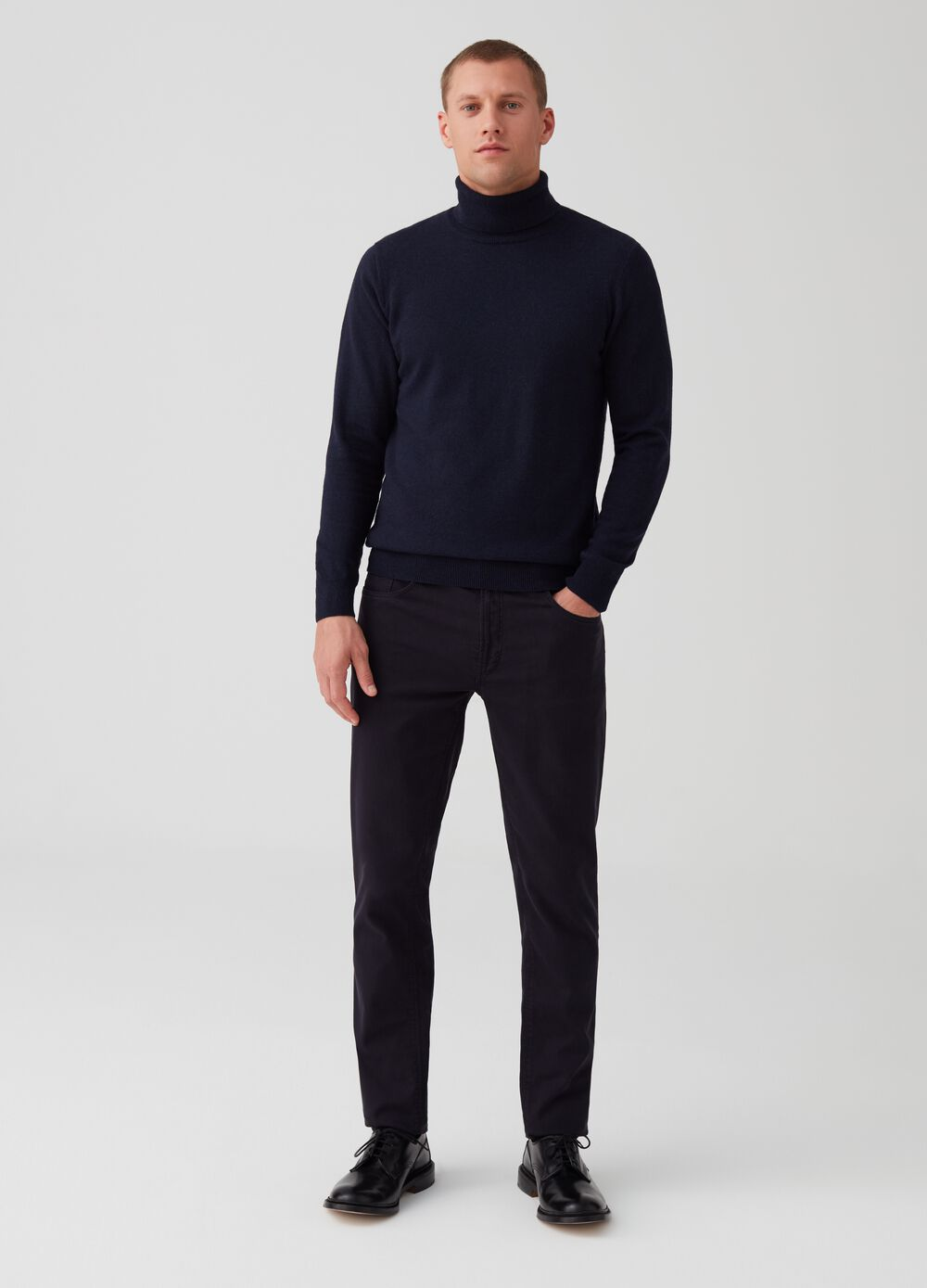Solid colour slim-fit trousers