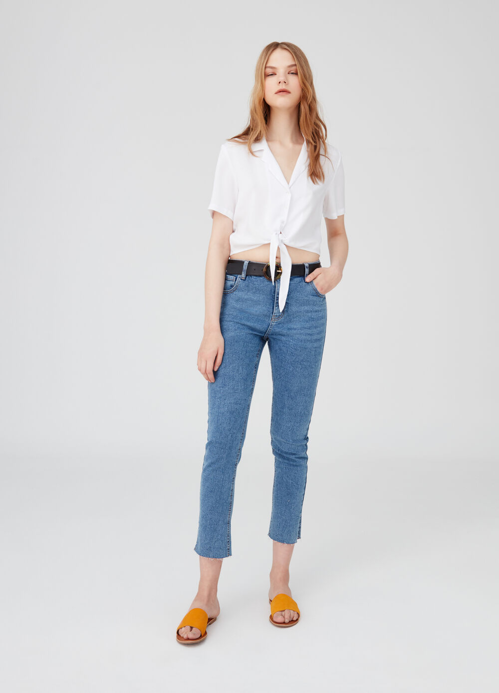 Cropped shirt with short sleeves and knot