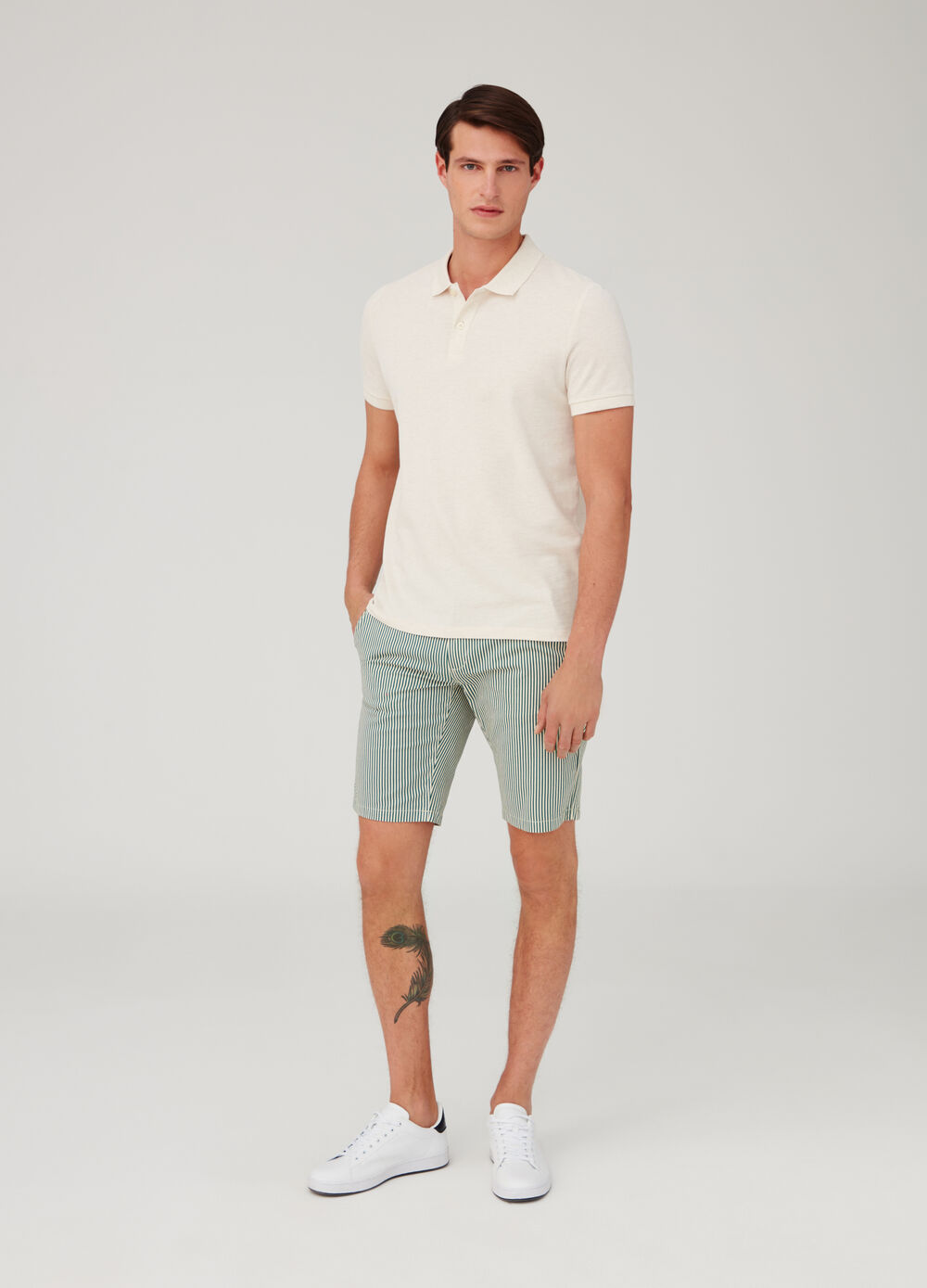 Regular-fit shorts with pockets and striped pattern