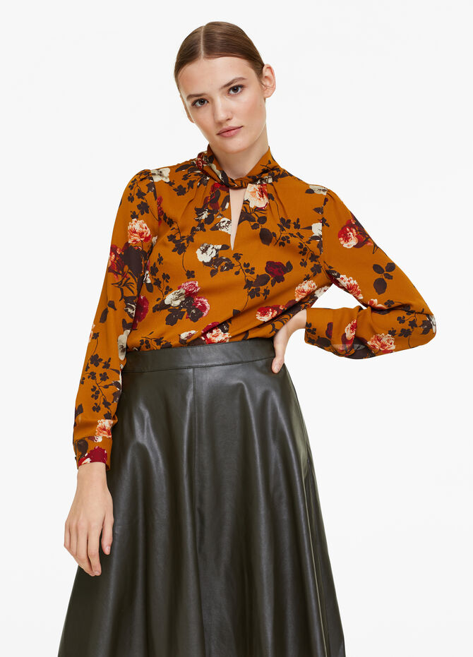 Floral patterned blouse with opening