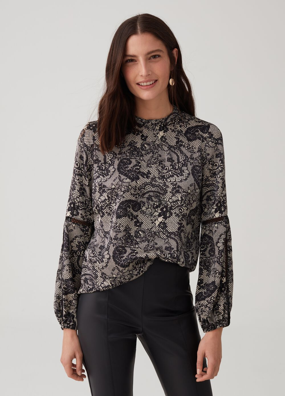 Long-sleeved blouse with lace pattern