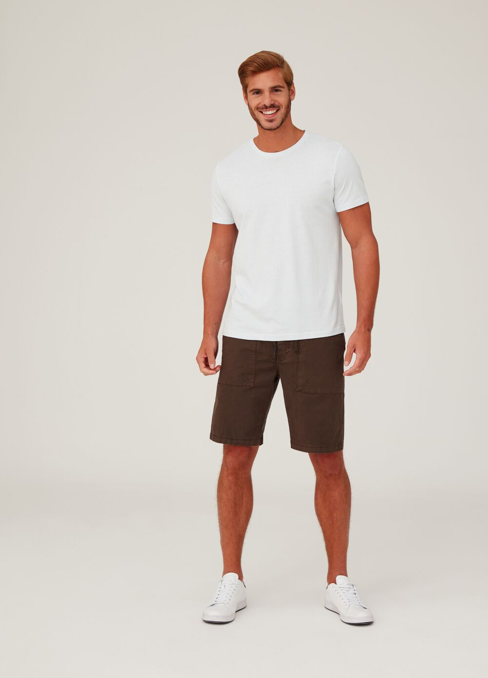 Regular-fit stretch shorts with pockets and drawstring