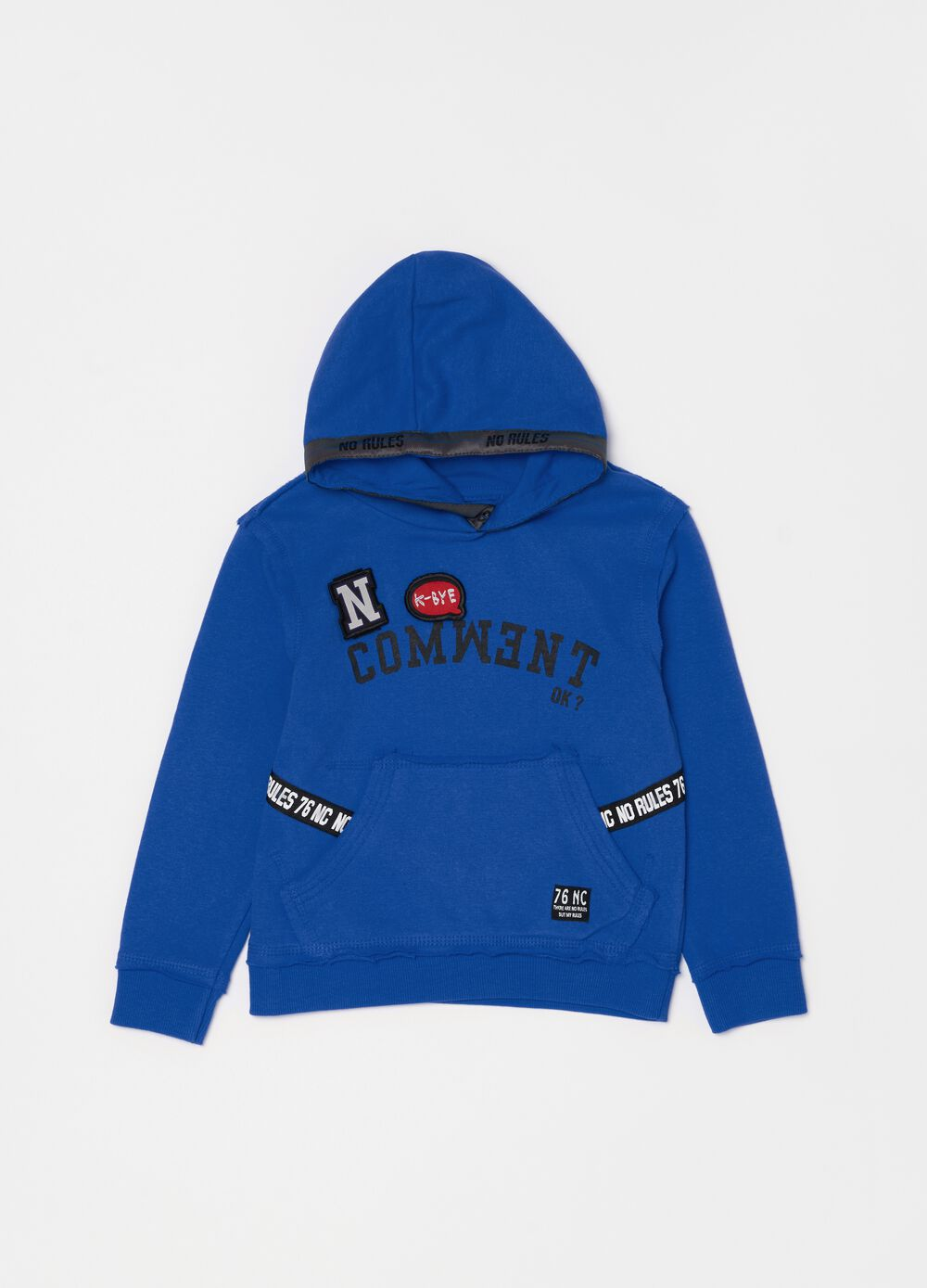 Sweatshirt with hood and lettering patches