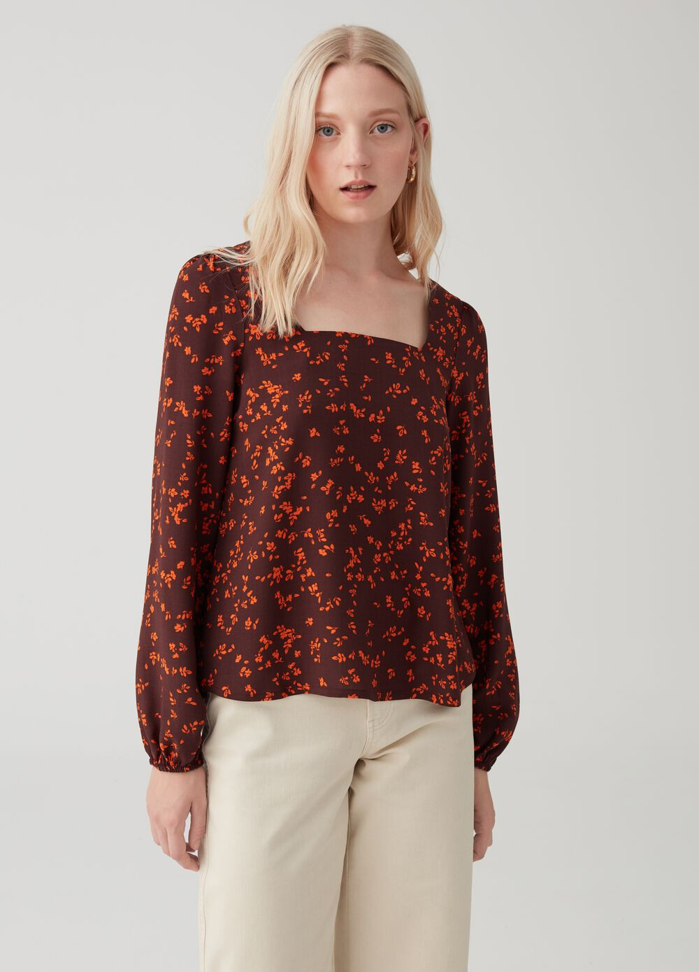 100% viscose blouse with square neckline