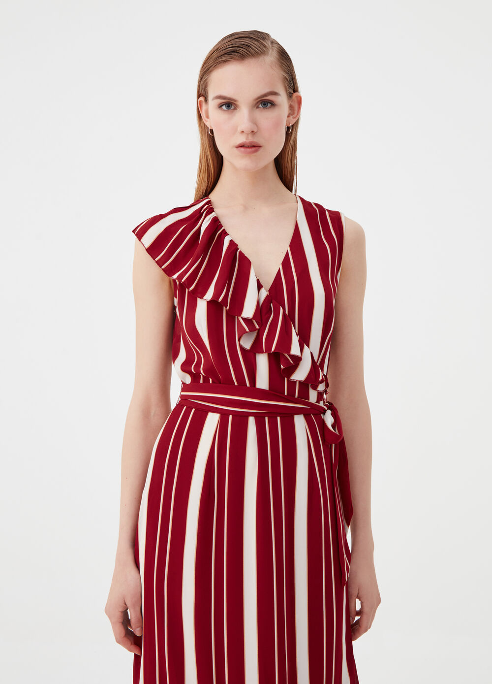 Sleeveless dress with pleated flounces