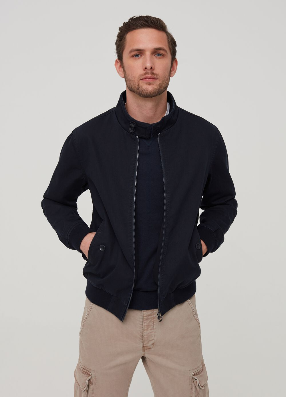 Solid colour jacket in 100% cotton.