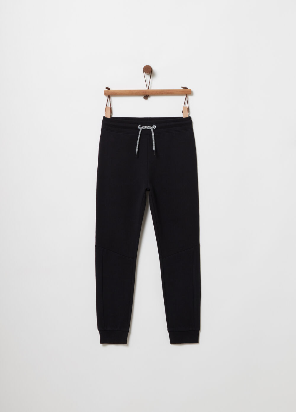 Trousers with pocket and jacquard label