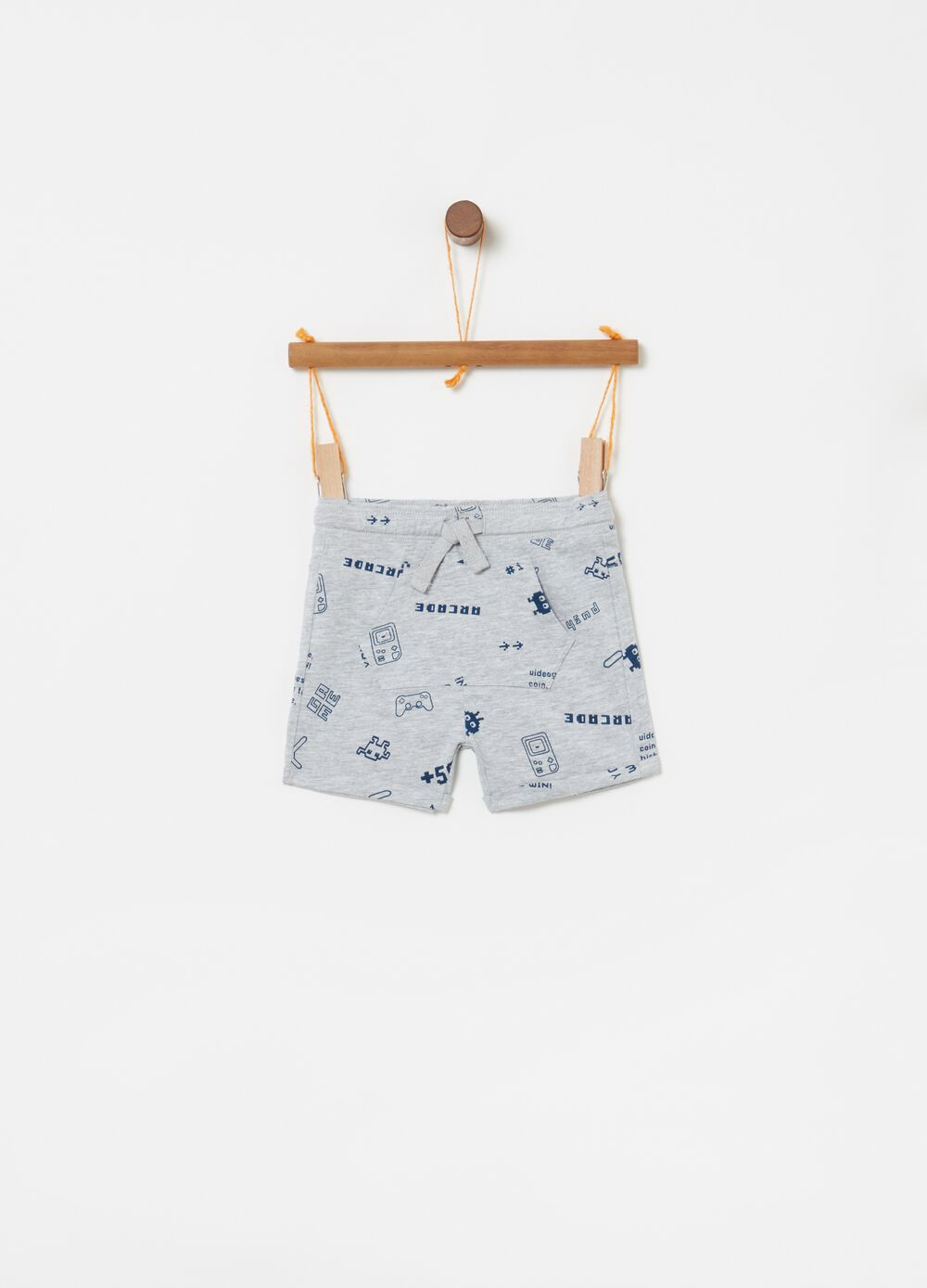 Shorts with patch pocket and print