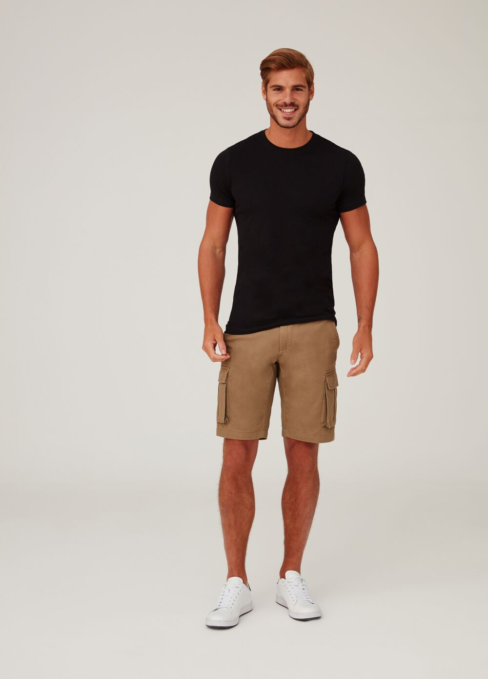 Solid colour regular-fit cargo shorts