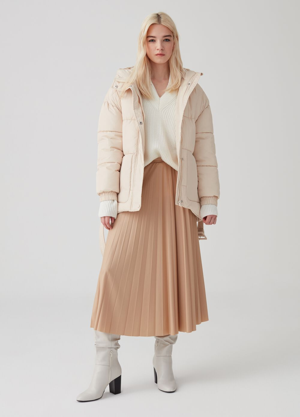 Cropped puffy jacket with hood and belt