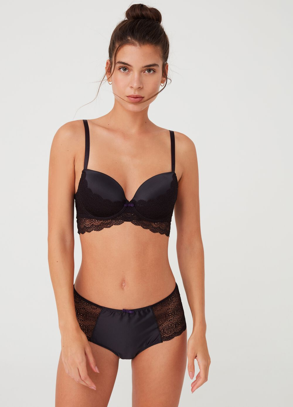 High-waisted briefs with satin-effect lace