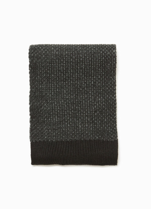 Solid colour knit scarf with ribbing