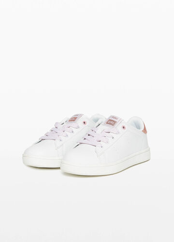 Sneakers with patch and glossy back