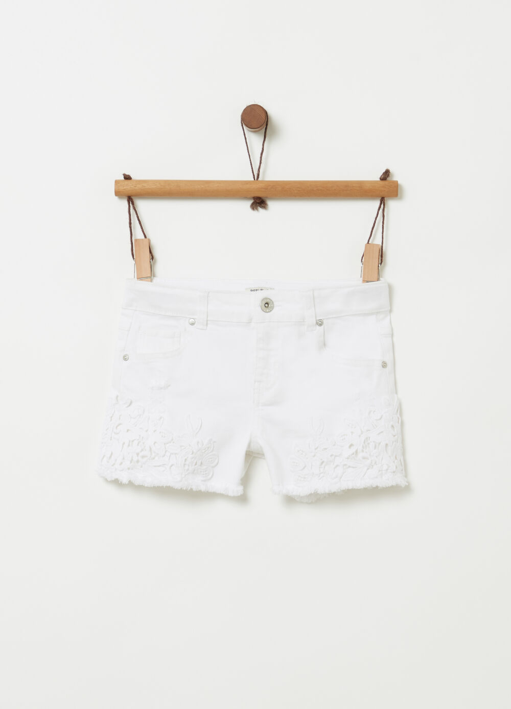 Stretch drill shorts with macramé lace