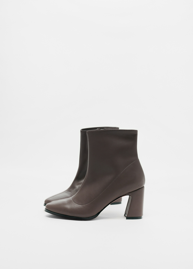 Pointed faux leather ankle boots image number null