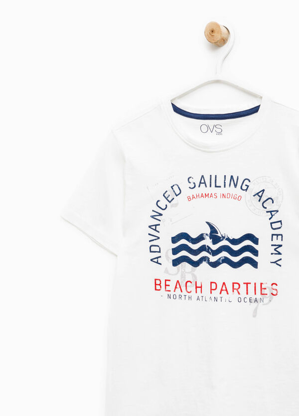 T-shirt with contrasting print