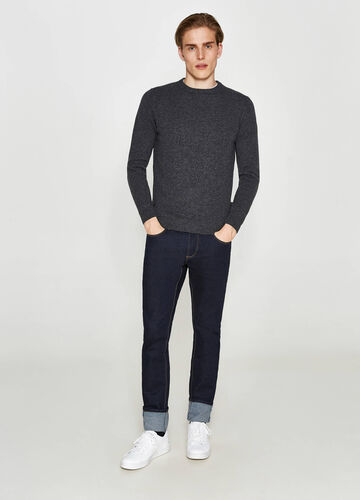 Solid colour 100% wool pullover