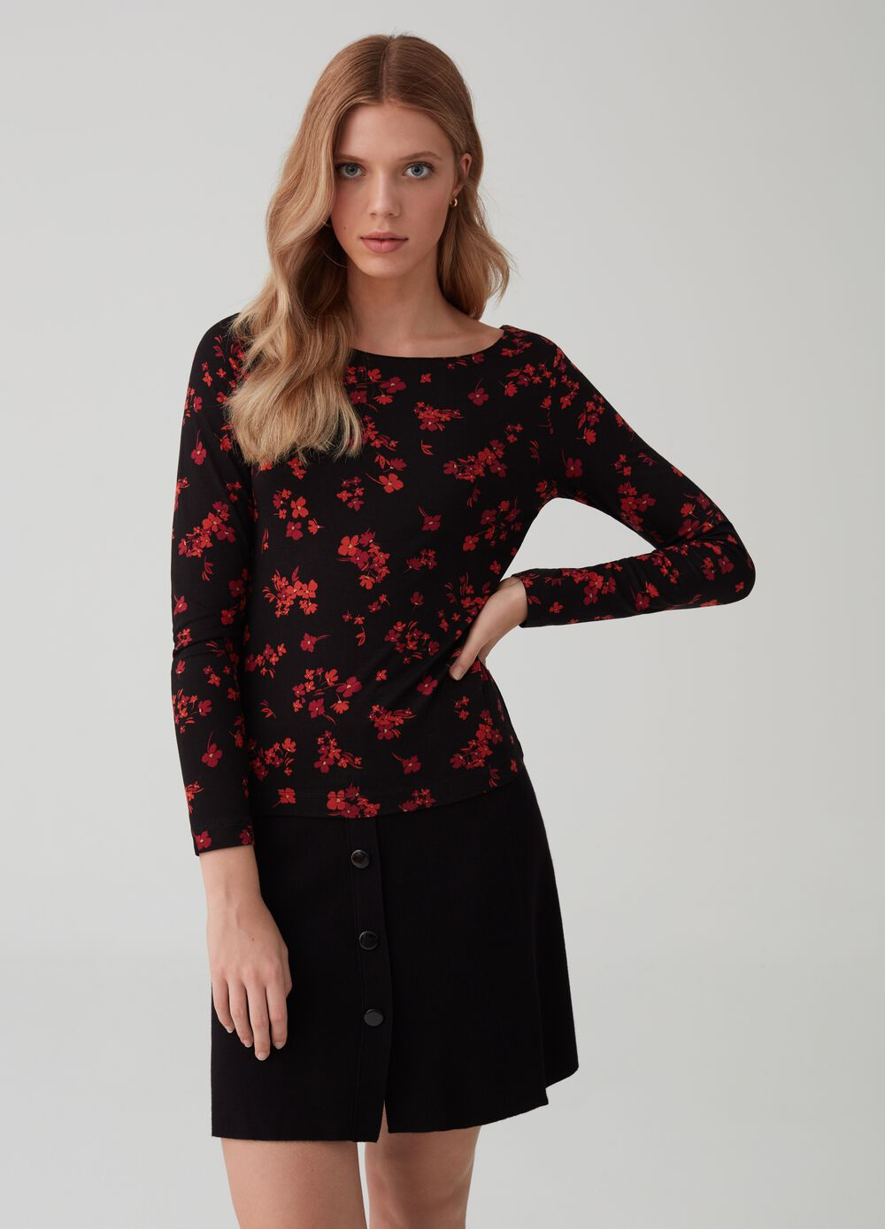 Long-sleeved floral T-shirt